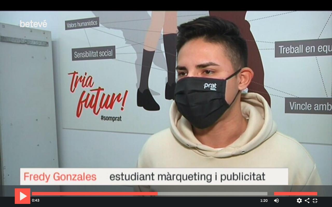 Fredy Gonzales fent entrevista amb Betevé sobre la Hackathon de Màrqueting i Publicitat