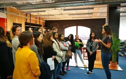 """Alumnes de Turisme visiten la startup """"By Hours"""""""