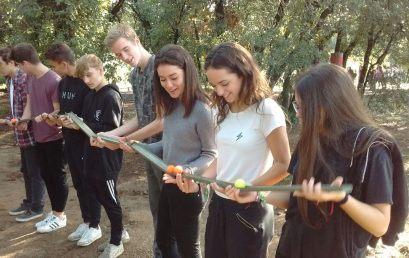 Els alumnes de Batxillerat participen en l'activitat 'Eduquem amb reptes'
