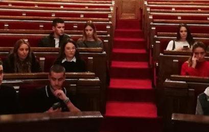 Els estudiants del CFGS de Màrqueting i Publicitat amb Promoció Turística visiten el Parlament de Catalunya